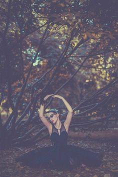 Inspiration, ballet 'The black swan' ❤ - Estilismo/Fashion Stylist: Clod Fashion & Stylist  https://www.facebook.com/pages/Clod-Fashion-Stylist/224648614345428?ref_type=bookmark  Tocado(Cisne blanco): Hecho por mí. // Headband of white swan: Made of me. Fotografía/Photography: Mara Saiz Photography. Maquillaje y peluquería/Make up & HairStyle: Eva Sanvivas. Cisne Blanco: Nuria Morales  Cisne Negro: Ana Green