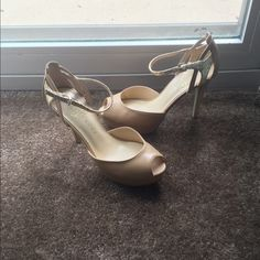 Ivanka Trump nude peep toe heels Gorgeous, gently used Ivanka Trump peep toe heels. Nude with gold foiled snake skin detailing on heel and strap. Heel height is 3 1/2 to 4 inches and platform is 1 inches. Very comfortable! Says size 6 but definitely more suited for 6.5 and 7 open to offers and trades Ivanka Trump Shoes Heels