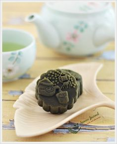 Baked Matcha Mooncakes 抹茶烤皮月饼   Anncoo Journal - Come for Quick and Easy Recipes