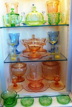 Beautiful display of mixed depression glass. Antique Dishes, Antique Glassware, Vintage Kitchenware, Vintage Dishes, Cut Glass, Glass Art, Crystal Glassware, Fenton Glass, Glass Dishes