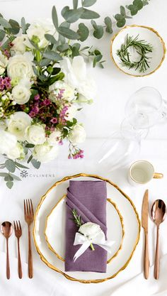 Classic place setting pocket napkin fold with florals and greenery and pop of eggplant color Wedding Napkin Folding, Christmas Napkin Folding, Wedding Napkins, Diy Place Settings, Wedding Place Settings, Thanksgiving Table Settings, Christmas Table Settings, Plum Wedding, Wedding Ideas
