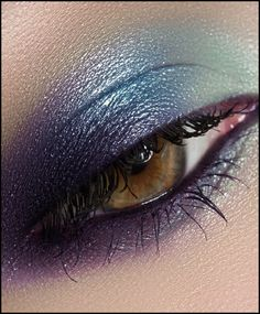 Gorgeous is here beauties! Celebrating the holiday weekend in style with bold & bright eyes. What's you favorite summer eye makeup look? Xx #love #summer #makeup