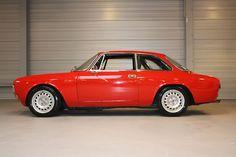 Alfa Romeo Giulia Sprint GT Junior (1973)