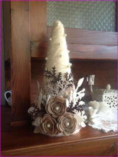 Check the latest christmas decorations to make yourself, homemade christmas decorations ideas, diy christmas decorations indoor and room decor. Cone Christmas Trees, Felt Christmas Ornaments, Christmas Love, Handmade Christmas, Christmas Wreaths, Tree Crafts, Christmas Projects, Holiday Crafts, Art Floral Noel
