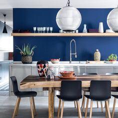 Une cuisine bleue conviviale