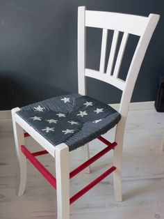 Satinelle White - Anthracite- Passion Red-Stencil Rain of Stars - chair Refurbished Furniture, Repurposed Furniture, Furniture Makeover, Painted Furniture, Diy Furniture, Meubles Peints Style Funky, Country Farmhouse Decor, Painted Chairs, Cafe Chairs