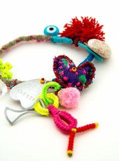 Piccante bracelet – koukla-art Crochet Necklace, Jewelry Making, Christmas Ornaments, Holiday Decor, Unique, How To Make, Handmade, Hand Made, Crochet Collar