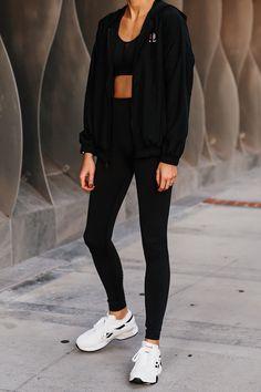 Black Windbreaker, Fashion Jackson, White Fashion, Workout Pants, Black Leggings, Fashion Design, Fashion Trends, Style Fashion, Reebok