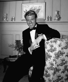 Robert Redford on the set of an episode of 'The Alfred Hitchcock Hour' entitled 'A Tangled Web,' December The episode was originally broadcast on January (Photo by CBS Photo Archive/Getty Images) Hollywood Men, Vintage Hollywood, Hollywood Stars, Classic Hollywood, Robert Redford, Alfred Hitchcock Hour, Sundance Kid, Andy Garcia, Sean Penn