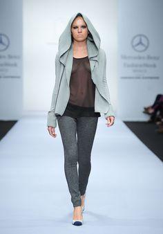 Alexia Ulibarri - Pasarela #MBFWMX #FW13 - Daphne's Tale El suéter y los pantalones *-*