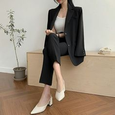 Boujee Outfits, Classy Outfits, Beautiful Outfits, Fashion Outfits, Korean Outfit Street Styles, Korean Outfits, Korean Girl Fashion, Korean Fashion Trends, Professional Outfits