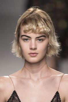 Krótkie fryzury blond, Rochas