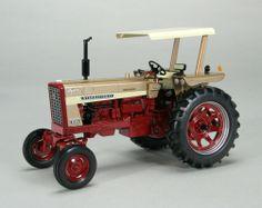 1/16th International Harvester 544 Hydro GOLD DEMO