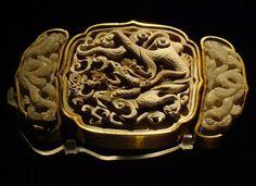 Jade belt buckle from 梁莊王tomb in Hubei, Ming dynasty