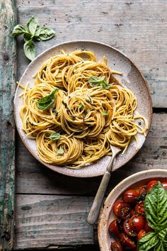 20 Minute Garlic Basil Brown Butter Pasta –> buttery, basily pasta with garlic + black pepper. SIMPLE, but sometimes it's all you need. The brown butter is KEY. Pasta Recipes, Dinner Recipes, Cooking Recipes, Butter Pasta, Healthy Snacks, Healthy Recipes, Keto Snacks, Most Delicious Recipe, Half Baked Harvest