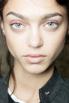 Angelo Marani Spring 2014 makeup. Love the light pink eye-shadow, it makes her eye pop. Found this similar one: http://asos.do/Ua46FI