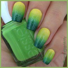 Lemon-lime gradient nails   ig@centralparkkitty