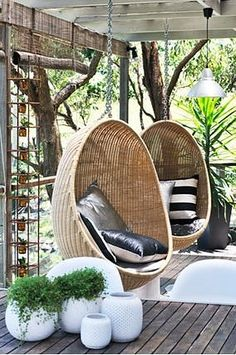 How cozy do those chairs look. / Balkon / Terrasse - How cozy do those chairs look. / Balkon / Terrasse How cozy do those chairs look. Outdoor Rooms, Outdoor Gardens, Outdoor Living, Outside Living, Swinging Chair, Rocking Chair, Deco Design, Design Design, My Dream Home