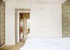 Platsbyggd garderob Bedroom Wardrobe, Home, Build A Closet, Small Spaces, Bedroom, Master Bedroom, House, Room, Furniture
