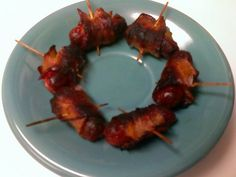 Bacon Wrapped Smokies like bacon chicken wraps but faster and easier Best Appetizer Recipes, Bacon Recipes, Best Appetizers, Meatloaf Recipes, Best Christmas Appetizers, Christmas Snacks, Holiday Foods, Christmas Recipes, Holiday Ideas