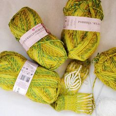 Yarn rovings. Yarn Pekhorka wool, acrylic. Yarn soft, warm. Yarn winter. Yarn for hats and scarves. Pink yarn. Knitting, crochet yarn. Make your product very attractive and beautiful.  Yarn types : 50% wool, 50% acrylic. Colors: green, yellow, multicolor. Meterage: 400 m. (437 yards) in