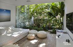 Sala com vista para o jardim. Contemplação.