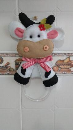 Porta Pano de Prato Vaquinha no Farm Crafts, Diy And Crafts, Sewing Stuffed Animals, Japanese Wine, Animal Projects, Felt Animals, Free Food, Sewing Crafts, Dolls