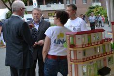 Sozialstaatssekretär Jörg Röhmann diskutiert mit LINGA über Mobilität beim Tag der Niedersachsen 2013