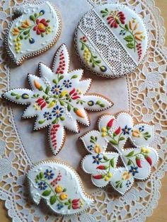 Beautiful cookies - Gingerbread or Mézeskalács ,sometimes decorated as here, is a popular gift around Christmas. Fancy Cookies, Iced Cookies, Cute Cookies, Royal Icing Cookies, Vintage Cookies, Cross Cookies, Frosted Cookies, Cookie Icing, Ginger Cookies