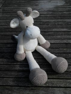 No pattern, but cute crocheted giraffe with a short neck Diy Crochet And Knitting, Crochet Toys, Crochet Classes, Crochet Projects, Amigurumi Patterns, Crochet Patterns, How To Make Toys, Baby Kind, Crochet Animals
