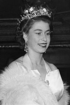 Queen Elizabeth Birthday, Young Queen Elizabeth, Princess Elizabeth, Princess Margaret, Queen Elizabeth Tiaras, Die Queen, Queen B, Kate Middleton, Prinz Philip