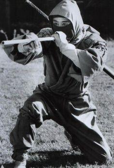 Ninja with Blowgun Warrior Spirit, Shadow Warrior, Ninja Warrior, Samurai Warrior, Fighting Poses, Art Of Fighting, Aikido, Art Ninja, Martial Arts Weapons