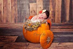New born photo. Halloween photo. Pumpkin photo