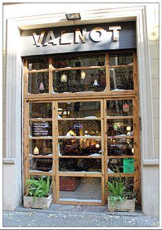 Valnot.  Cr Viladomat 30. 08015 Barcelona.