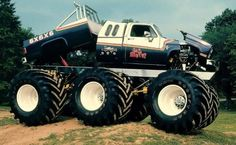 The Big Brutus monster truck was owned by Charles Flynn of Henagar, Florida. The unique monster truck was based on a 1985 Chevrolet Silverado, but that is where the similarity ends. 6x6 Truck, Diesel Trucks, Lifted Trucks, Cool Trucks, Chevy Trucks, Pickup Trucks, Cool Cars, Chevy 4x4, Lifted Chevy