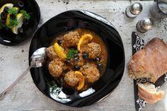 Citromos húsgombócok – egzotikus fűszerek | Reviczky Cast Iron, It Cast, Iron Pan, Kitchen, Cilantro, Red Peppers, Cooking, Kitchens, Cuisine