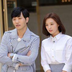 Seo Dae Young, Descendents Of The Sun, Jin Goo, Kim Ji Won, Song Hye Kyo, Kpop Girls, Kdrama, Ruffle Blouse, Actors