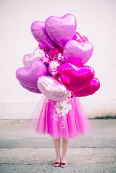 Valentine's Day inspo Whether you just want to have fun at home or need a great Valentine's Day party game for the classroom, you're sure to find what you're looking for with these 30 awesome Valentine's Day games for kids. My kids are obsessed with Valentines Balloons, Valentines Day Party, Happy Valentines Day, Valentine Gifts, Valentine's Day Quotes, Pink Love, Pretty In Pink, Game Day Shirts, Happy Hearts Day