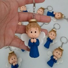 Lembrancinha anjinho de biscuit  chaveiro Clay Crafts, Diy And Crafts, Boy Baptism Centerpieces, Christmas Angels, Christmas Gnome, Clay Magnets, Baby Baptism, Clay Figurine, Clay Ornaments