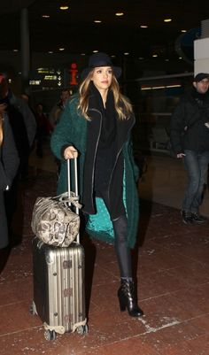 Jessica Alba is arriving at Roissy airport for Paris Fashion Week. Love the green coat and floppy hat