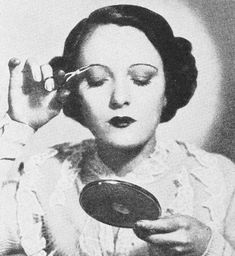 Eye Beauty Tips of Hollywood actress Miss Pauline Stark demonstrates some of the latest tricks and tips in makeup Makeup Hacks, Makeup Tips, Beauty Makeup, Beauty Tips, Beauty Hacks, Hair Makeup, 1930s Makeup, Vintage Makeup, Vintage Beauty