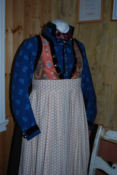 Norsk folkedraktforum - bunad frå Indre Sogn Folk Costume, Costumes, Going Out Of Business, Bridal Crown, Clothes, Fashion, Outfits, Moda, Dress Up Clothes