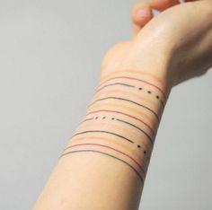 lineas de colores tatuaje