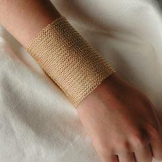 Pulsera Cleopatra CUFF, pulsera de ganchillo hilo de oro llena