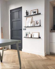273 vind-ik-leuks, 32 reacties - Studio.Nest (@studionest) op Instagram: 'Deur antraciet geschilderd. Tijd voor de finishing touch in ons huis! Gekozen voor stalen plankjes…'