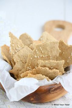 8 havermoutcrackers: 100 gr havermout 5 a 6 el olijfolie 60 ml water peper zout 2 el sesamzaadjes Fodmap, Easy Snacks, Healthy Snacks, Low Carb Recipes, Snack Recipes, Bio Food, Low Carb Crackers, Sugar Free Cookies, Tasty