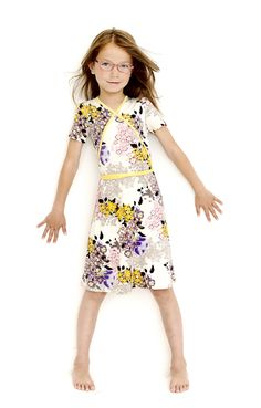 TJIKKY for little mamas. Meisjeskleding met een vrouwelijke pasvorm.