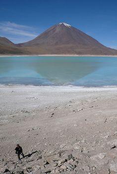 Shoreline, Laguna Verde, Doran, Bolivia.  Photo: Maria Friel via Flickr