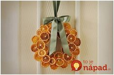 Christmas DIY: dried citrus wreath: dried citrus wreath: dry oranges at 200 degrees for about 6 hours Homemade Christmas, Simple Christmas, Winter Christmas, Christmas Holidays, Christmas Wreaths, Christmas Decorations, Christmas Ornaments, Christmas Oranges, Orange Decorations