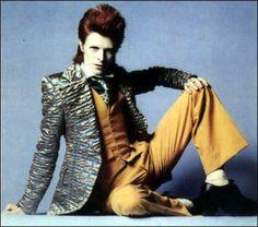 David Bowie e quell'irriverenza che ha influenzato la moda (FOTO)